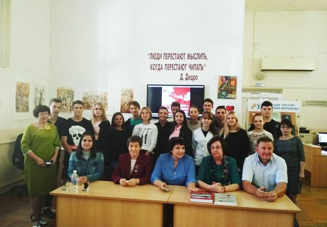 «Молодежь вчера, сегодня, завтра»: Молодежный центр стал участником Круглого стола, посвященного 100-летию ВЛКСМ
