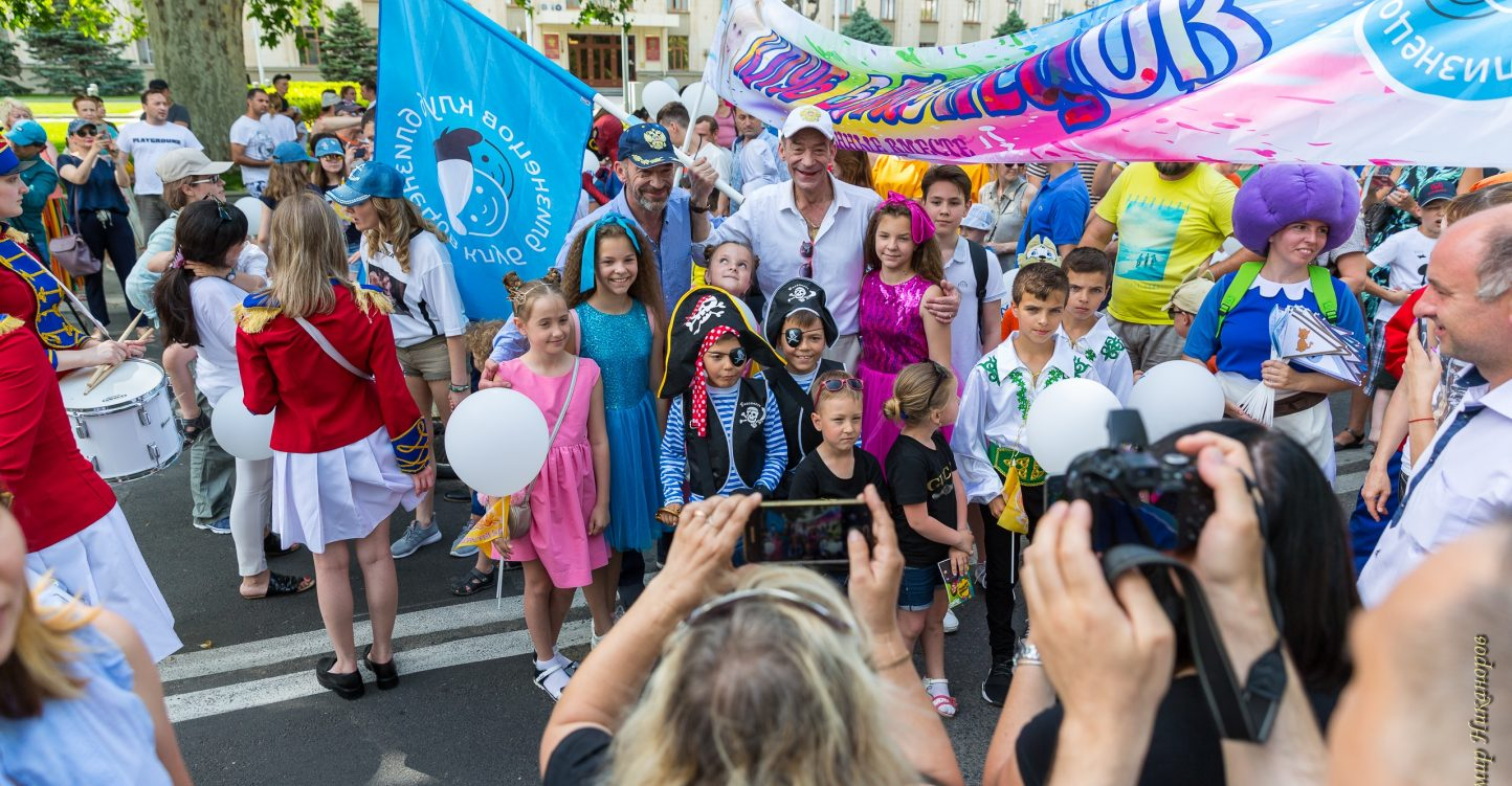 В Краснодаре прошёл ежегодный «Парад близнецов»