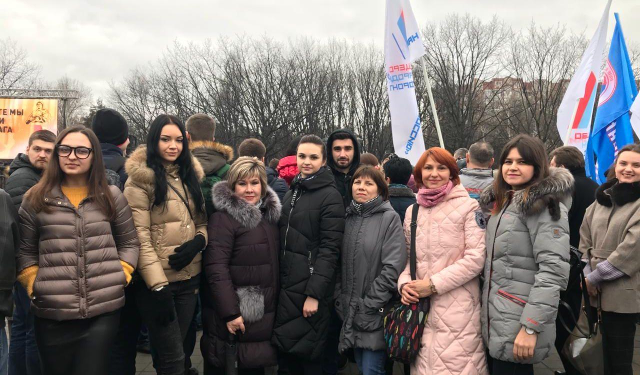 Сотрудники Молодежного центра отдали дань памяти освободителям Краснодара вместе с другими участниками патриотического митинга