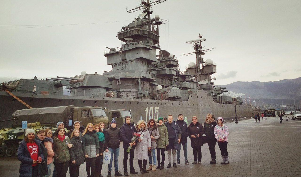 Сотрудники Молодежного центра почтили память героев десантников в рамках патриотической акции «Бескозырка-2018»
