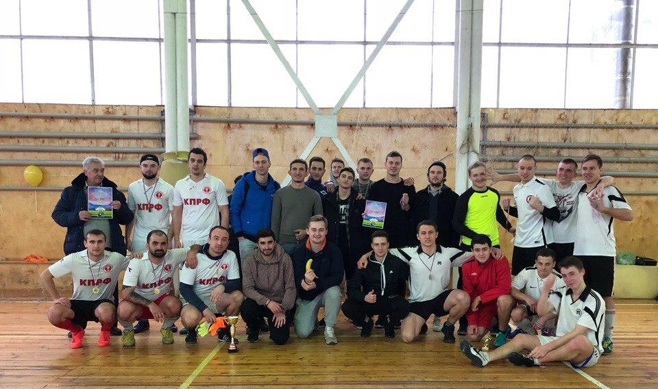 16 дворовых футбольных команд собрались в Молодежном центре чтобы принять участие в Турнире по мини-футболу