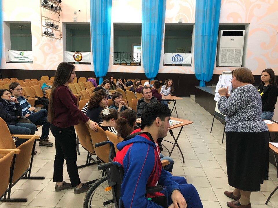 Впервые в Молодежном центре состоялась интеллектуальная игра «Что? Где? Когда?» с участием людей с ограниченными возможностями здоровья