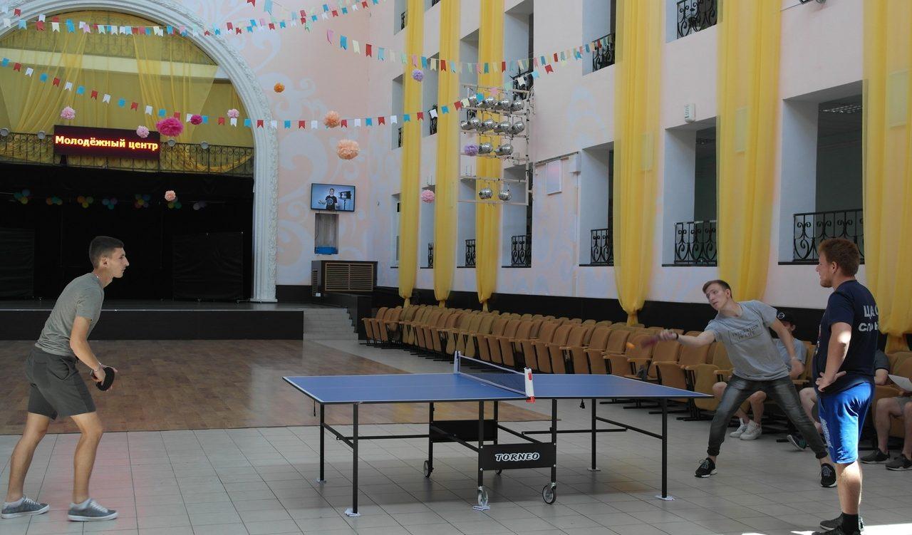 Пинг-понг по молодежному: любители настольного тенниса провели соревнования в Центре молодежной политики