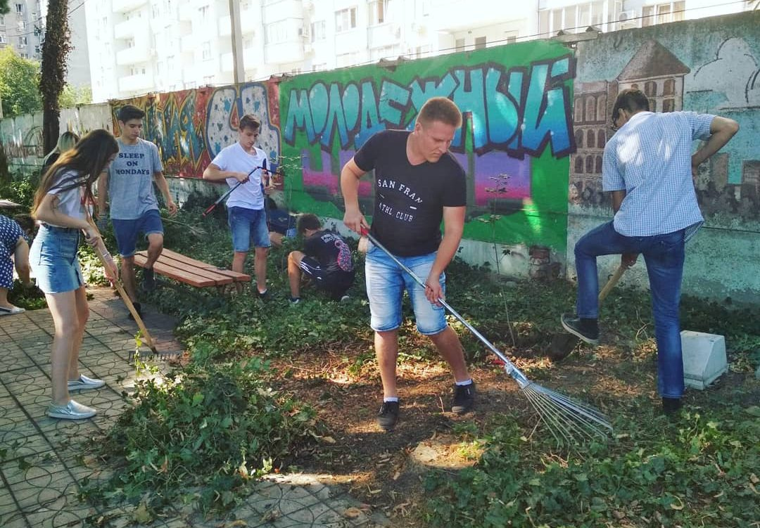 Чистота — превыше всего: Добровольческий отряд «Эко-дружина» организовали субботник