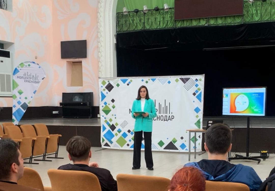 Волонтёры Всероссийской переписи населения встретились в Молодёжном центре